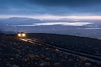 Jeppi í ljósaskiptunum á Miðdalsfjalli. Apavatn, Mosfell, Vörðufell og Hestfjall í baksýn. A Jeep driving in twilight on Mount Middalsfjall. Lake Apavatn and Mountains Mosfell, Vordufell and Hestfjall in background.