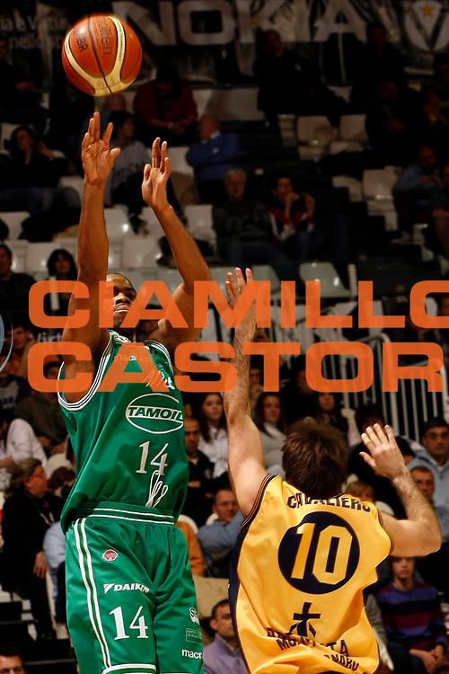 DESCRIZIONE : Bologna Final Eight 2009 Quarti di Finale Benetton Treviso Premiata Montegranaro<br /> GIOCATORE : Gary Neal<br /> SQUADRA : Benetton Treviso<br /> EVENTO : Tim Cup Basket Coppa Italia Final Eight 2009 <br /> GARA : Benetton Treviso Premiata Montegranaro<br /> DATA : 20/02/2009 <br /> CATEGORIA : tiro<br /> SPORT : Pallacanestro <br /> AUTORE : Agenzia Ciamillo-Castoria/P.Lazzeroni