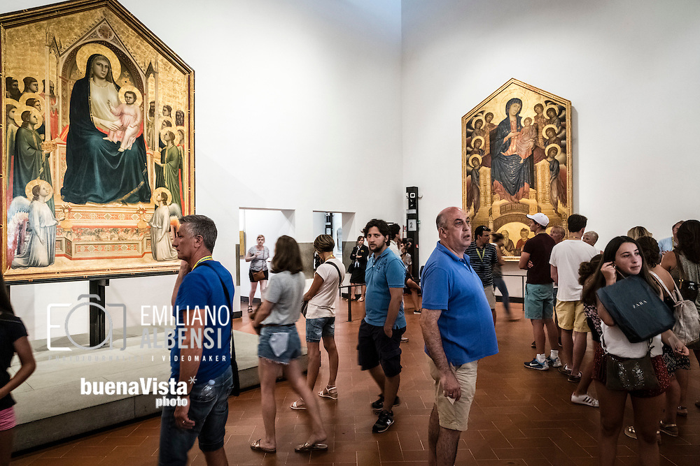 Firenze, Italia, 2016<br /> Turisti in visita alla Galleria degli Uffizi.<br /> <br /> Florence, Italy, 2016<br /> Tourists visiting the Uffizi Gallery.