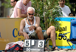 18-06-2006 VOLLEYBAL: CITY BEACH TOUR: GOUDA<br /> De finales van de City Beach! Tour stond dit weekend op de markt van Gouda / Arie Paap<br /> ©2006-WWW.FOTOHOOGENDOORN.NL