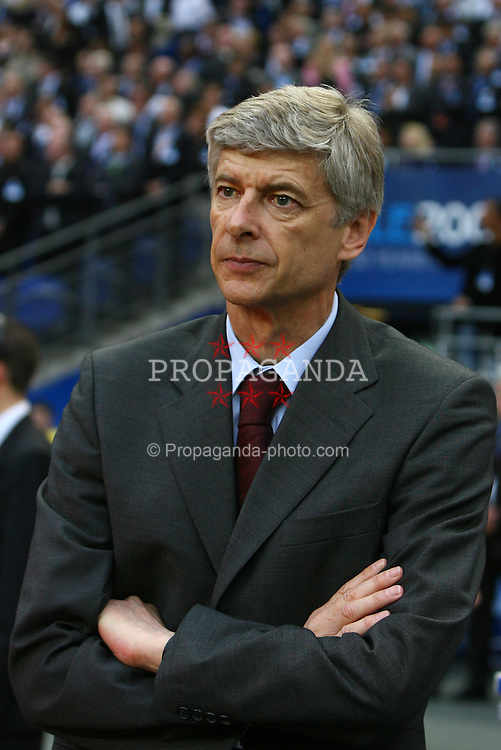 PARIS, FRANCE - WEDNESDAY, MAY 17th, 2006: Arsenal's manager Arsene Wenger before the UEFA Champions League Final against FC Barcelona at the Stade de France. (Pic by David Rawcliffe/Propaganda)