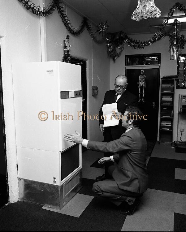 Hector Grey bargain salesman.19/10/1971