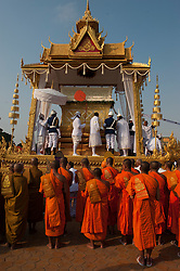 © Licensed to London News Pictures. 01/02/2013. Location, Cambodia.  The Coffin of Late former King Norodom Sihanouk raised onto a procession float in front of praying monks as part of his royal funeral procession ahead of his Feb. 4, cremation Friday, Feb. 1, 2013, in Phnom Penh, Cambodia.  Photo credit : Charles Fox/LNP