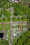 Nederland, Noord-Holland, Lisse, 12-05-2009; De Keukenhof, bloemenpark  en bloemententoonstelling. Parkeerterrein, slechts gedeeltelijk gevuld. Tegenvallende bezoekersaantallen. .Swart collectie, luchtfoto (toeslag); Swart Collection, aerial photo (additional fee required).foto Siebe Swart / photo Siebe Swart