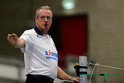 13-12-2014 NED: Prins VCV - Abiant Lycurgus, Veenendaal<br /> Lycurgus wint met 3-1 van VCV / Scheidsrechter Frans Loderus