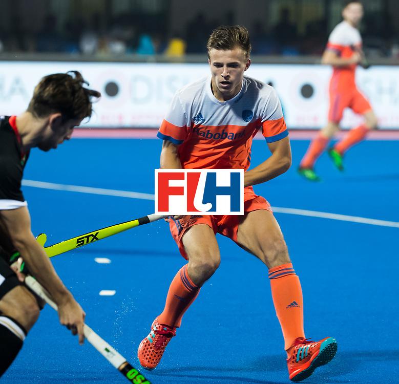 BHUBANESWAR - Thijs van Dam (Ned) tijdens de Hockey World League Finals , de kwartfinale wedstrijd Duitsland-Nederland (3-3).Duitsland wint na shoot-outs.    COPYRIGHT KOEN SUYK
