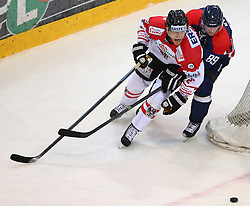 07.02.2015, Albert Schultz Eishalle, Wien, AUT, IIHF, Euro Ice Hockey Challenge, Oesterreich vs Slovakei, im Bild Thomas Hundertpfund (Oesterreich, AUT) und Milan Kytnar (Slovakei, SVK) // during the IIHF Euro Ice Hockey Challenge match between Austria and Slovakia at the Albert Schultz Ice Arena, Vienna, Austria on 2015/02/07. EXPA Pictures © 2015, PhotoCredit: EXPA/ Thomas Haumer