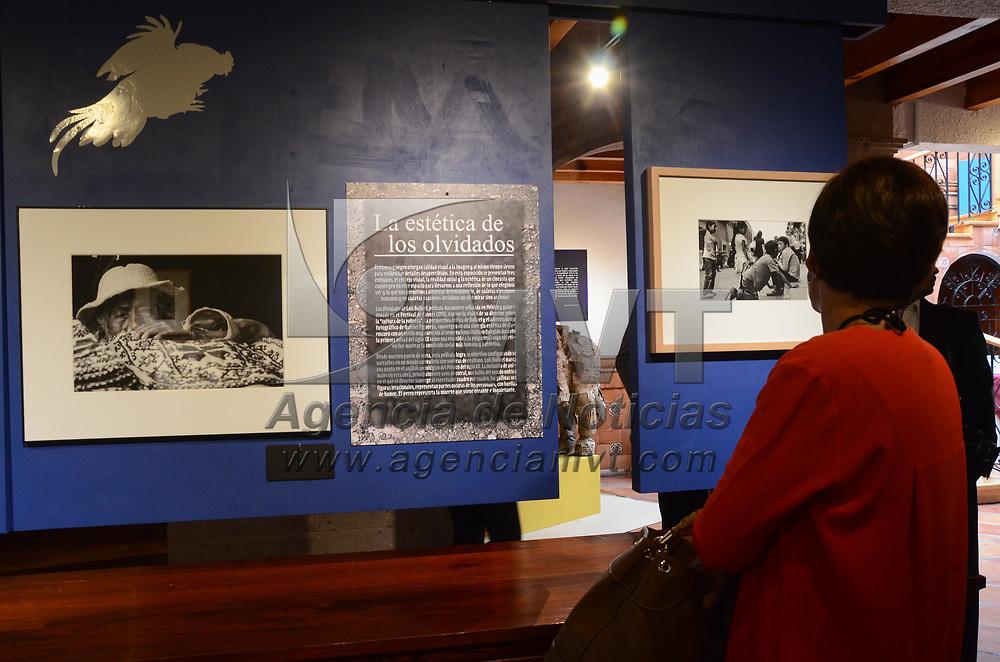 """TOLUCA, México (Julio 13, 2017).- El artista Gabriel O´shea, presentó su exposición fotográfica """"Contextos Invisibles"""" en el centro de exposiciones Casa Mora de la UAEM. Agencia MVT / Arturo Hernández."""