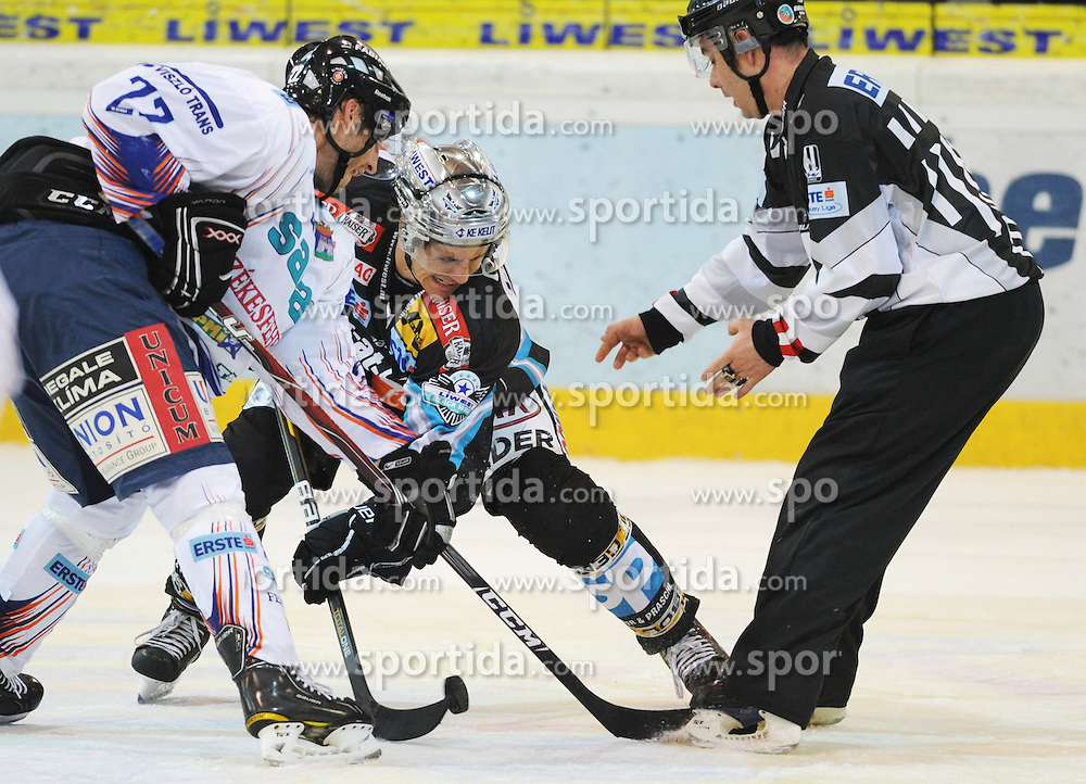 26.09.2010, Keine Sorgen Eisarena, Linz, AUT, EBEL, EHC Liwest Linz vs SAPA Fehervar AV19, im Bild Matthias Schwab (Liwest Black Wings,#12) und Nathan Martz (SAPA Fehervar AV19,#22), EXPA Pictures © 2010, PhotoCredit: EXPA/R.Eisenbauer / SPORTIDA PHOTO AGENCY
