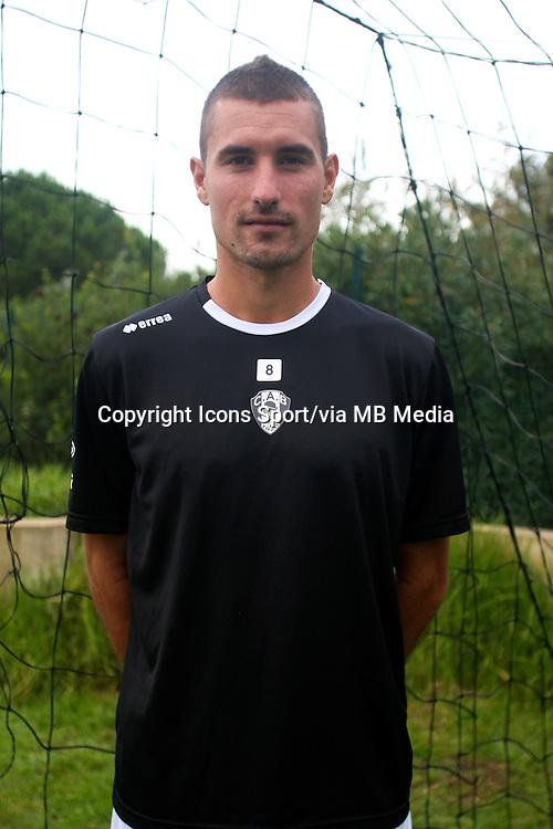 Yoan OSWALD - 29.10.2013 - Photo Officielle - CA Bastia -<br /> Photo : Icon Sport