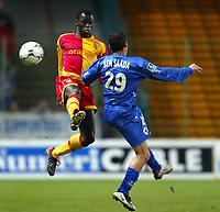 Fotball<br /> Lens v Bastia<br /> 13. mars 2004<br /> Foto: Digitalsport<br /> Norway Only<br /> <br /> ELHADJI PAPA SARR (LENS) / CHAOUKI BEN SAADA (BAS) *** Local Caption *** 40001081