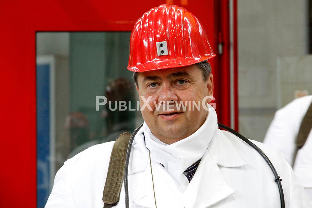 Sigmar Gabriel (SPD), in dessen Wahlkreis das havarierte Atomm&uuml;lllager ASSE II liegt, nutzt den Besuch des neuen Bundesumweltministers Peter Altmaier (CDU) zu einem weiteren medialen Auftritt. <br /> <br /> Ort: ASSE<br /> Copyright: Michaela M&uuml;gge<br /> Quelle: PubliXviewinG