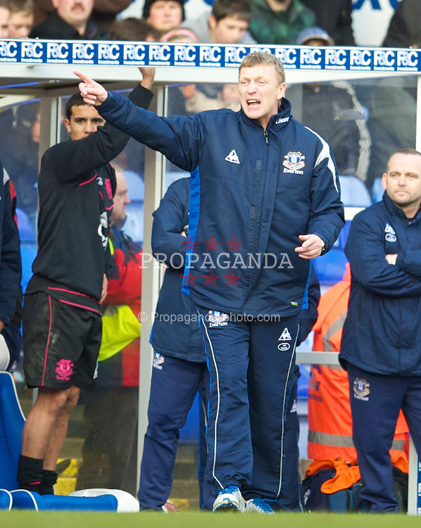 BIRMINGHAM, ENGLAND - Saturday, March 13, 2010: Everton's manager David Moyes urges his side on against Birmingham City during the Premiership match at St Andrews. (Photo by David Rawcliffe/Propaganda)