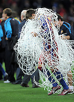 FUSSBALL      CHAMPIONSLEAGUE  FINALE     SAISON 2010/2011  28.05.2011 FC Barcelona - Manchester United FC  Champions League Sieger 2011:  FC Barcelona  feiert den Sieg Gerard Pique (Barca) schneidet das NETZ aus dem TOR und legt es um sich