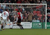 Photo: Kevin Poolman.<br />AFC Bournemouth v Brentford. Coca Cola League 1. 06/05/2006. Bournemouth's Steve Fletcher makes it 2-2.