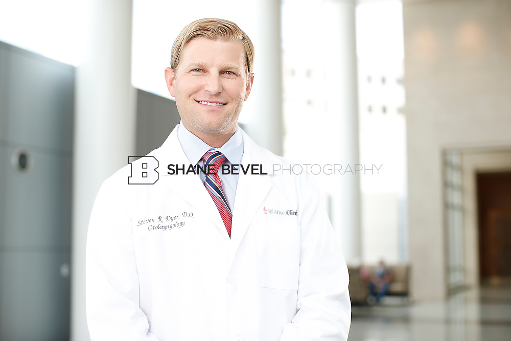 7/22/15 3:26:18 PM -- Dr. Steven Dyer poses for a portrait. <br /> <br /> Photo by Shane Bevel