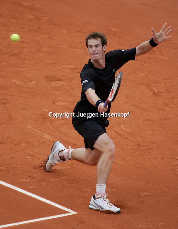 French Open 2009, Roland Garros, Paris, Frankreich,Sport, Tennis, ITF Grand Slam Tournament,<br /> Andy Murray (GBR) spielt eine Rueckhand,backhand,action,<br /> <br /> Foto: Juergen Hasenkopf