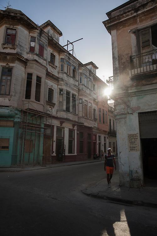 Sunset street scene at an intersection in Centro Habana, in Havana, Cuba.<br /> <br /> Escena en un cruce de calles de Centro Habana al atardecer.