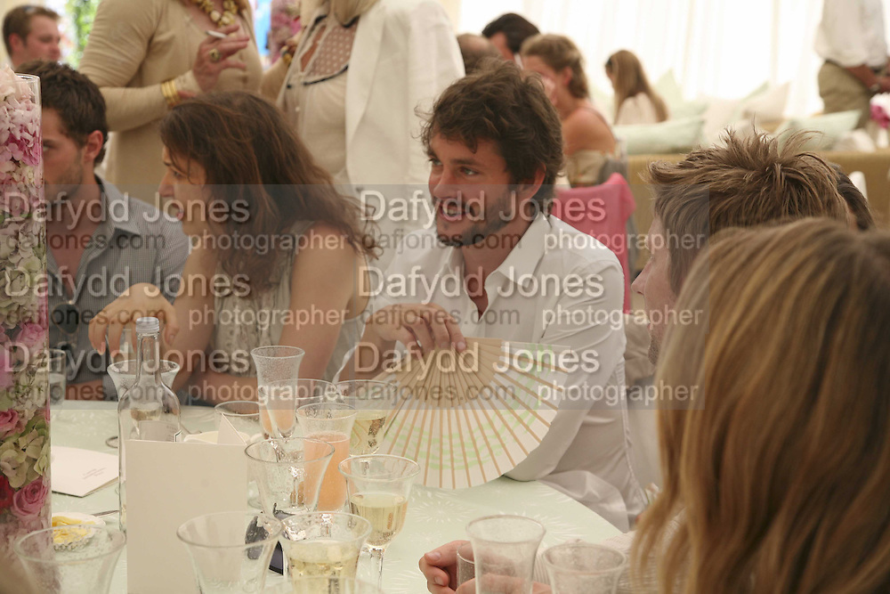 Hugh Dancy, Cartier International Polo. Guards Polo Club. Windsor Great Park. 30 July 2006. ONE TIME USE ONLY - DO NOT ARCHIVE  © Copyright Photograph by Dafydd Jones 66 Stockwell Park Rd. London SW9 0DA Tel 020 7733 0108 www.dafjones.com