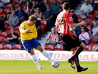 Photo: Alan Crowhurst.<br />Brentford v Nottingham Forest. Coca Cola League 1. 14/04/2007. Forest's Kris Commons scores 2-2.