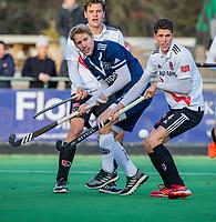 AMSTELVEEN -  Boris Burkhardt (Adam) met Dennis Warmerdam (Pinoke) en Johannes Mooij (Adam)  tijdens de competitie hoofdklasse hockeywedstrijd heren, Pinoke-Amsterdam (1-1)   COPYRIGHT KOEN SUYK