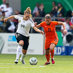 07-06-2011 VOETBAL: DUITSLAND - NEDERLAND: AACHEN<br /> Kim Kulig (Deutschland, Hamburg) (L) und Sherdia Spitse (Niederlande, Heerenveen) (R)   // during the WM 2012 Friendly Game Germany vs Netherland at Tivoli Aachen <br /> *** NETHERLANDS ONLY ***<br /> ©2011-FotoHoogendoorn.nl/ nph / Mueller