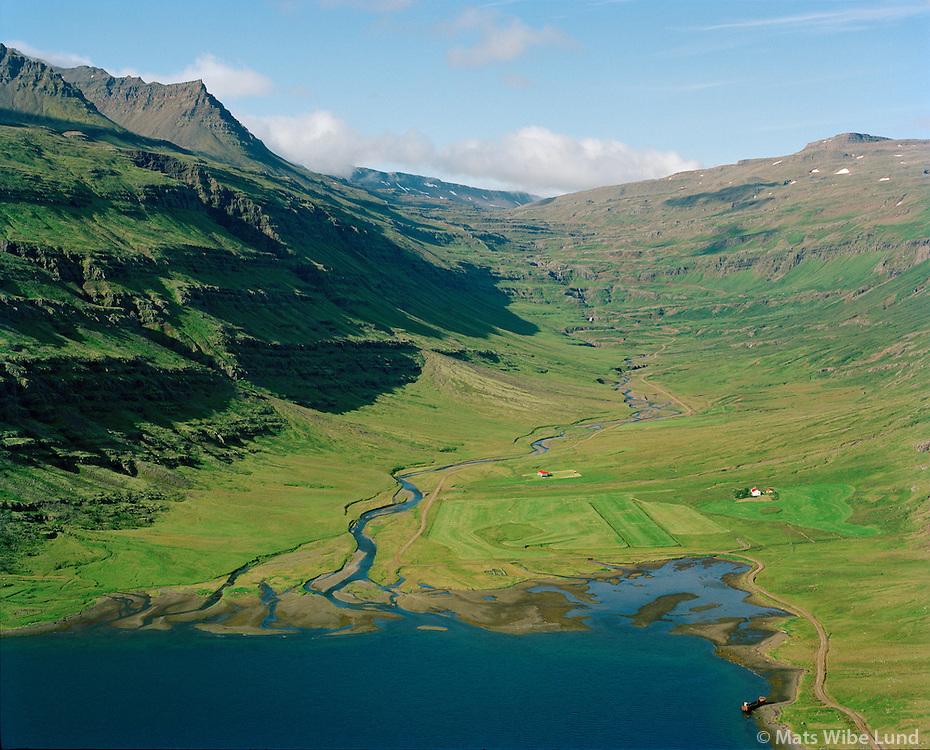 Fjörður, Fríðheimar og Fjarðarkot séð til vesturs, Fjarðabyggð áður Mjóafjarðarhreppur / Fjordur, Fridheimar and Fjardarkot viewing west, Fjardabyggd former Mjoafjardarhreppur.