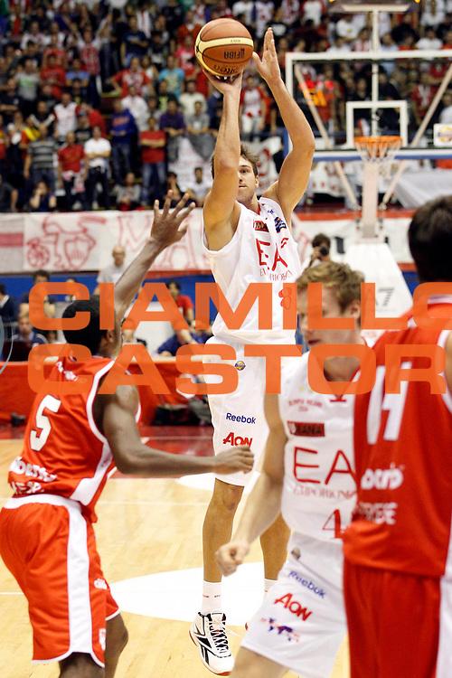 DESCRIZIONE : Milano Campionato Lega A 2011-12 EA7 Emporio Armani Milano Cimberio Varese<br /> GIOCATORE : Danilo Gallinari<br /> CATEGORIA : Tiro Three Points<br /> SQUADRA : EA7 Emporio Armani Milano<br /> EVENTO : Campionato Lega A 2011-2012<br /> GARA :  EA7 Emporio Armani Milano Cimberio Varese<br /> DATA : 09/10/2011<br /> SPORT : Pallacanestro<br /> AUTORE : Agenzia Ciamillo-Castoria/G.Cottini<br /> Galleria : Lega Basket A 2011-2012<br /> Fotonotizia : Milano Campionato Lega A 2011-12  EA7 Emporio Armani Milano Cimberio Varese<br /> Predefinita :