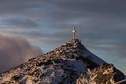 THEMENBILD - Gipfel der Baumbachspitz (3105m) am Mölltaler Gletscher im Morgenlicht, aufgenommen am 7. Oktober 2014 // Photographer in the backlight of rising sun at the top of Baumbach Spitz (3105m), Pictures on October 7, 2014. EXPA Pictures © 2014, PhotoCredit: EXPA/ Johann Groder
