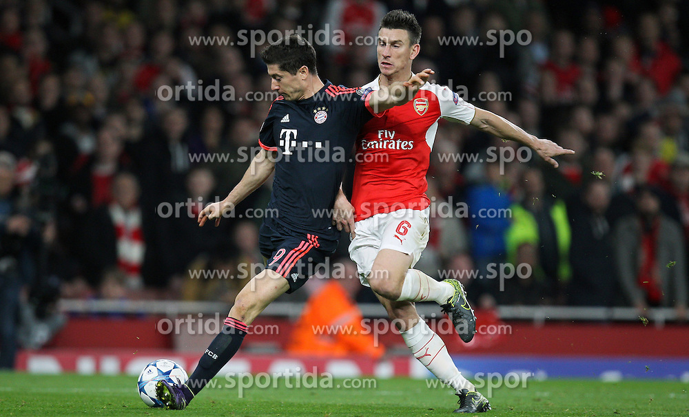 20.10.2015, Emirates Stadium, London, ENG, UEFA CL, FC Arsenal vs FC Bayern Muenchen, Gruppe F, im Bild l-r: Robert Lewandowski #9 (FC Bayern Muenchen) und Laurent Koscielny #6 (FC Arsenal London) // during UEFA Champions League group F match between Arsenal FC and FC Bayern Munich at the Emirates Stadium in London, Great Britain on 2015/10/20. EXPA Pictures &copy; 2015, PhotoCredit: EXPA/ Eibner-Pressefoto/ Kolbert<br /> <br /> *****ATTENTION - OUT of GER*****