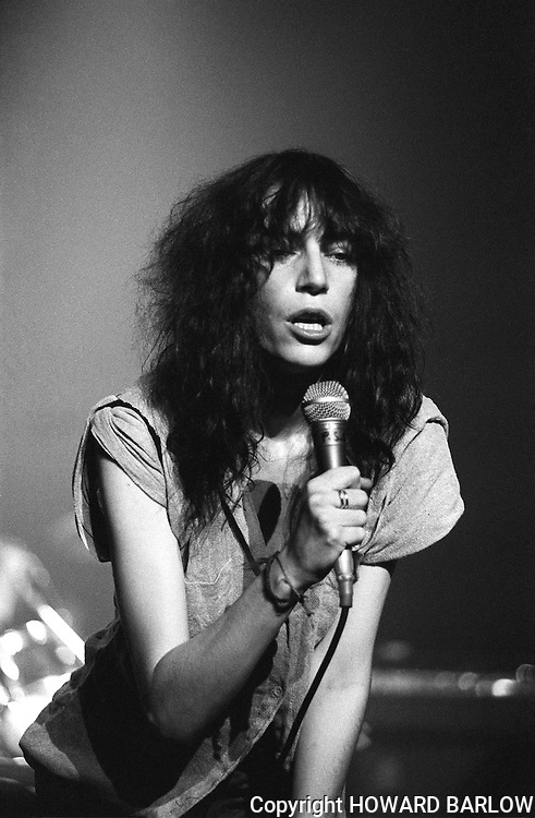 PICTURE BY HOWARD BARLOW..ARTIST - PATTI SMITH.VENUE   - MANCHESTER Apollo  31 Aug 1978.DATE    - 31 AUGUST 1978