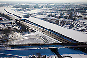 Nederland, Utrecht, Leidsche Rijn, 31-01-2010; de ingang van de nieuwe landtunnel voor de A2, met vier tunnelbuizen. De tunnel ligt parallel aan de bestaande A2, het asfalt zal op termijn verdwijnen. Op het dak van de tunnel zal een park komen. De verbreedde spoorlijn Utrecht-Gouda gaat over de ingang tunnelbuizen. Leidsche Rijn, de wijken Langerak en Parkwijk aan de andere kant van de tunnel. .Entrance of the new landtunnel for A2, with four tunnel tubes. The tunnel lies parallel to the existing A2, the asphalt will eventually disappear. The roof of the tunnel will be a park. The broadened railway line Utrecht-Gouda above the entrance tunnel tubes (foreground), residential areas at the other site of the tunnel.luchtfoto (toeslag), aerial photo (additional fee required).foto/photo Siebe Swart