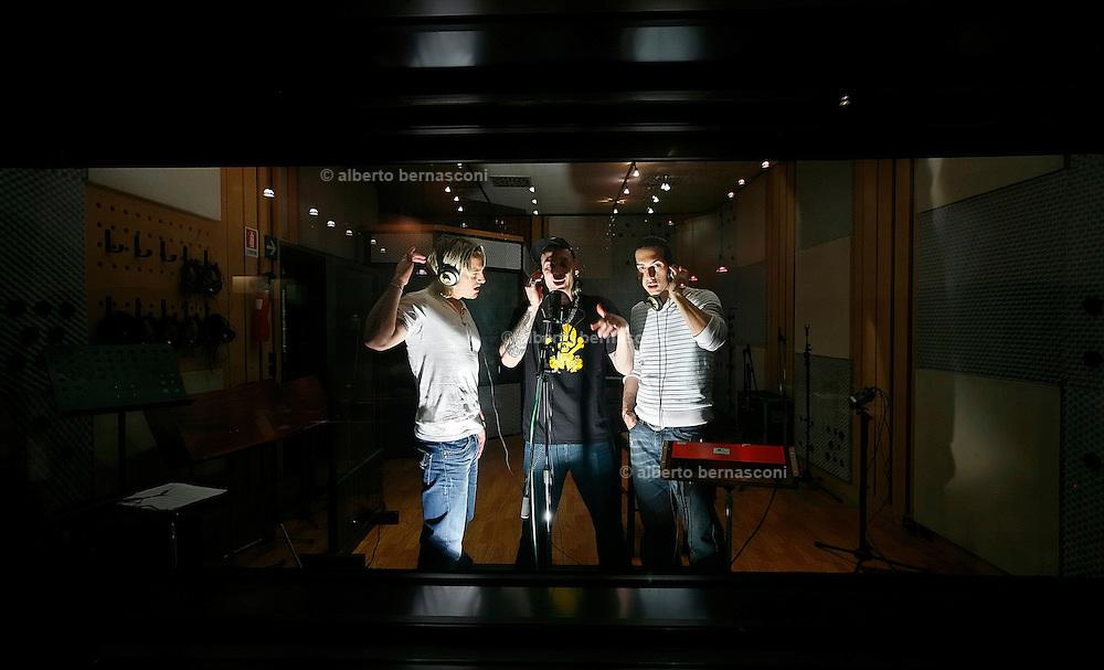 MIlano, Besto Sound Studio, i Gemelli Diversi,  da sn, THEMA, GRIDO,STRANO.