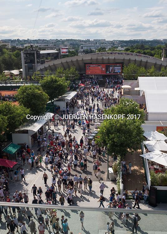 French Open 2017 Feature Blick von oben ueber die Anlage Richtung Court Suzanne Lenglen, Uebersicht,<br /> <br /> Tennis - French Open 2017 - Grand Slam / ATP / WTA / ITF -  Roland Garros - Paris -  - France  - 31 May 2017.