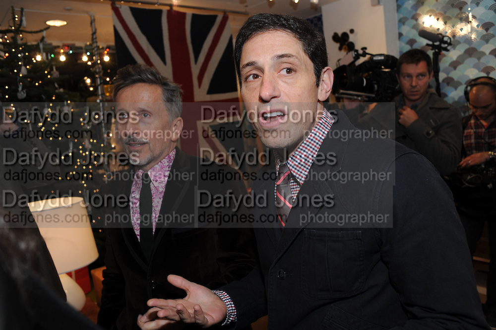 SIMON DOONAN; JONATHAN ADLER, Jonathan Adler Store opening. Sloane St. London. 16 November 2011. <br /> <br />  , -DO NOT ARCHIVE-© Copyright Photograph by Dafydd Jones. 248 Clapham Rd. London SW9 0PZ. Tel 0207 820 0771. www.dafjones.com.