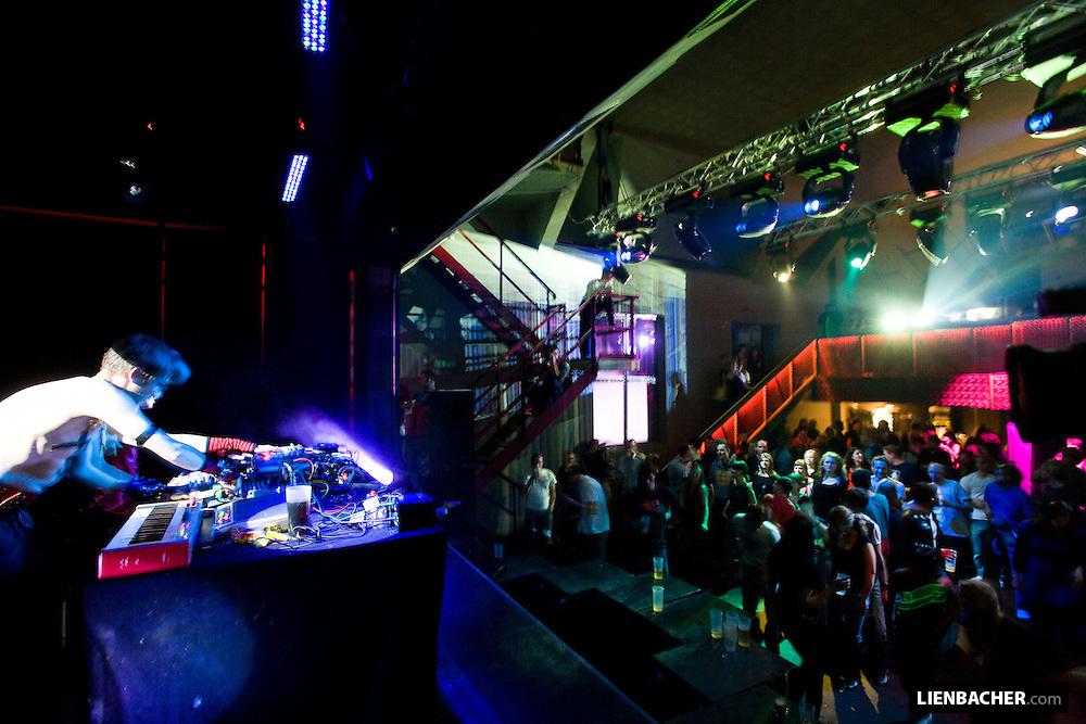Signal Electrique on Stage @ SAKOG reopening