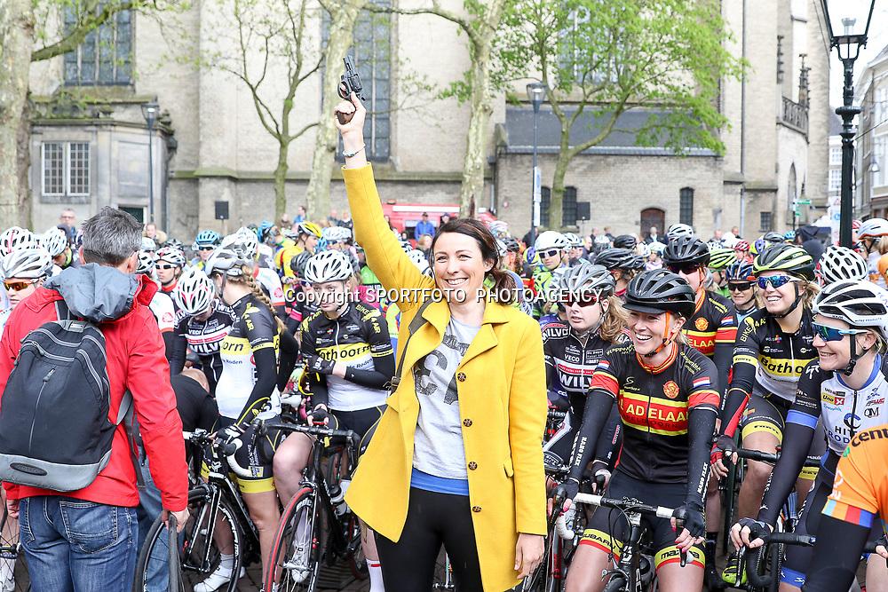 16-04-2016: Wielrennen: IJsseldelta Topcompetitie vrouwen: Zwolle<br />ZWOLLE (NED) wielrennen Wind was in deze editie de grootste tegenstanders van de vrouwen.<br />Oud renster en nu lid vna het KNWU hoofdbestuur Marijn de Vries