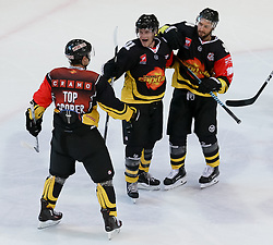 18.08.2016, Albert Schultz Halle, Wien, AUT, CHL, UPC Vienna Capitals vs Skelleftea AIK, Gruppenspiel, im Bild Torjubel Jonathan Ferland (UPC Vienna Capitals), Taylor Vause (UPC Vienna Capitals), Jerry Pollastrone (UPC Vienna Capitals) // during the Champions Hockey League match between UPC Vienna Capitals and Skelleftea AIK at the Albert Schultz Arena, Vienna, Austria on 2015/08/18. EXPA Pictures © 2016, PhotoCredit: EXPA/ Alexander Forst
