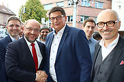 Mannheim. 19.09.17 | SPD-Kanzlerkandidat Martin Schulz im Capitol Mannheim.<br /> Im Wahlkampf zur Bundestagswahl unterstützt Kanzlerkandidat Martin Schulz Mannheims SPD Bundestagsabgeordneter Stefan Rebmann.<br /> - v.l. Stefan Fulst-Blei, Martin Schulz begrüßt im Publikum Karla Spagerer.<br /> <br /> BILD- ID 0065 |<br /> Bild: Markus Prosswitz 19SEP17 / masterpress (Bild ist honorarpflichtig - No Model Release!)
