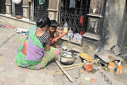 November 9, 2016 - Kolkata, West Bengal, India - Manju a street dweller cook her lunch, she comment she is less effected by this decision. Business effected all over India as Union Government announcements to one day bank and ATM shut down around the nation due to withdraw of Rs. 500 and Rs. 1000 bank notes nationwide. (Credit Image: © Saikat Paul/Pacific Press via ZUMA Wire)