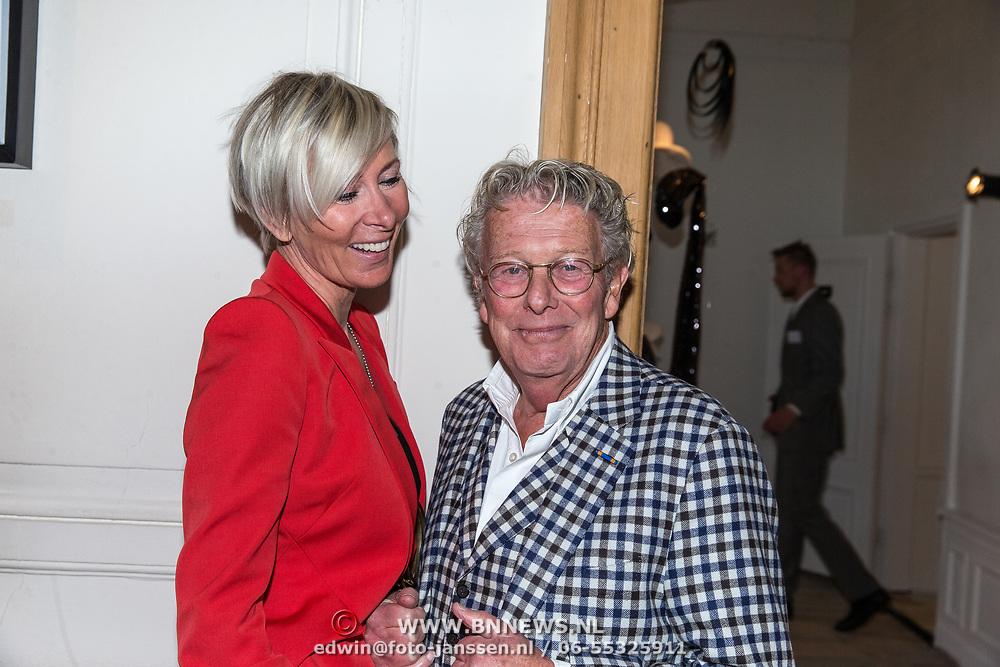 NLD/Amsterdam/20170920 - Mart Visser 20 jaar mode - The Artesia, Jan des Bouvrie en partner Jan des Bouvrie