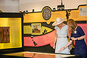 Koningin Maxima, erevoorzitter van platform Wijzer in Geldzaken, tijdens de opening van de tentoonstelling Gek op Geld bij het Belasting en Douane Museum. <br /> <br /> Queen Maxima, honorary chair of the Wijzer in Geldzaken platform, during the opening of the Crazy on Money exhibition at the Tax and Customs Museum.