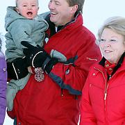 AUT/Lech/20080210 - Fotosessie Nederlandse Koninklijke familie in lech Oostenrijk, Koninging Beatrix, prins Willem-Alexander met Ariane