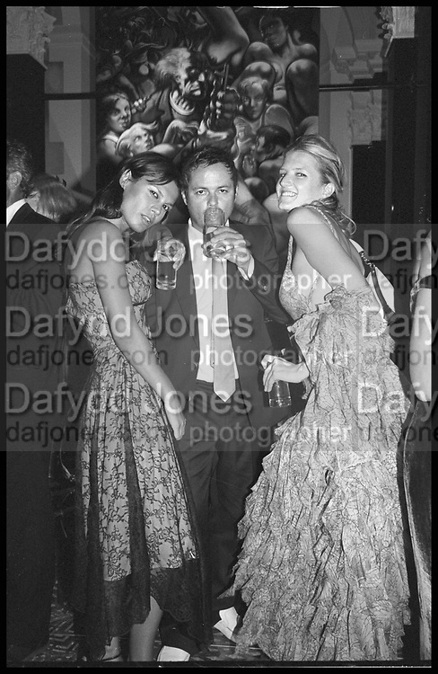 Nellee Hooper and Olympia Scarry, Marriage of Anton Bilton and  Lisa B. Tyringham. 4 September 2004. SUPPLIED FOR ONE-TIME USE ONLY-DO NOT ARCHIVE. © Copyright Photograph by Dafydd Jones 66 Stockwell Park Rd. London SW9 0DA Tel 020 7733 0108 www.dafjones.com