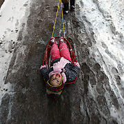 Aleksandra Irivarren, 3 (cq), gets a ride from her dad, Rafael, down a Belmont Ave sidewalk in Lakeview as snow falls Tuesday, Feb. 9, 2010. (Brian Cassella/Chicago Tribune) CT-MET-EARLY-SNOW 10