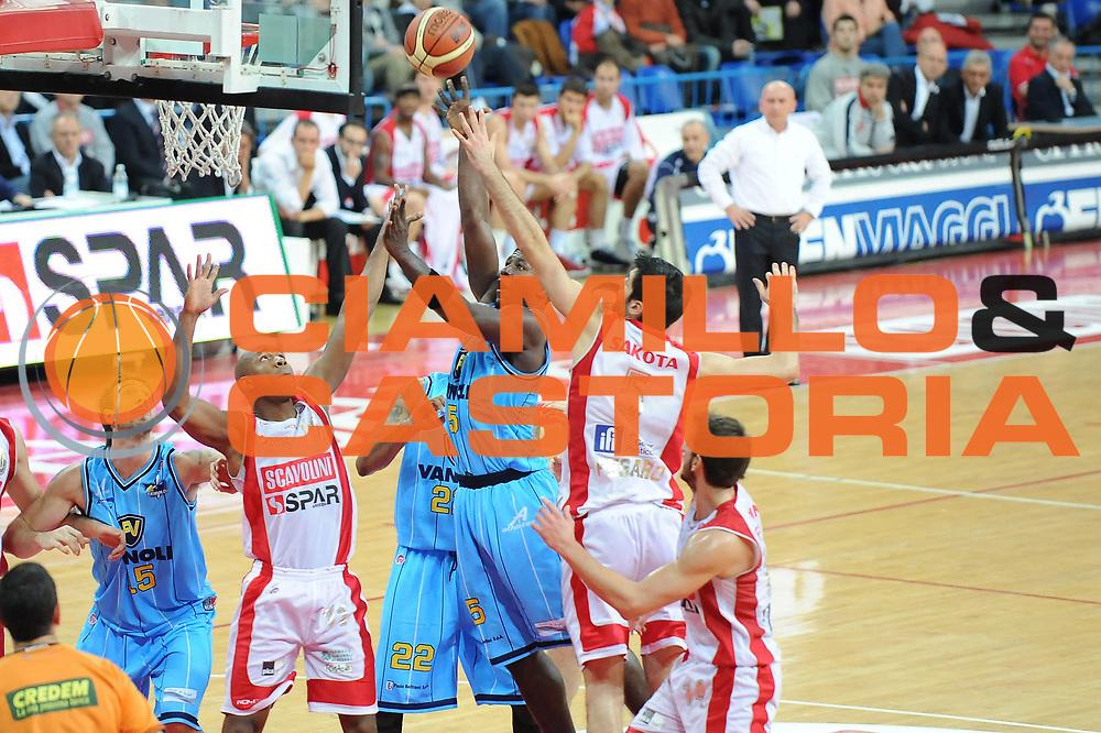 DESCRIZIONE : Pesaro Lega A 2009-10 Scavolini Spar Pesaro Vanoli Cremona<br /> GIOCATORE : Brandon Brown<br /> SQUADRA : Vanoli Cremona<br /> EVENTO : Campionato Lega A 2009-2010<br /> GARA : Scavolini Spar Pesaro Vanoli Cremona<br /> DATA : 06/12/2009<br /> CATEGORIA : tiro<br /> SPORT : Pallacanestro<br /> AUTORE : Agenzia Ciamillo-Castoria/M.Marchi<br /> Galleria : Lega Basket A 2009-2010 <br /> Fotonotizia : Pesaro Campionato Italiano Lega A 2009-2010 Scavolini Spar Pesaro Vanoli Cremona<br /> Predefinita :