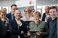 14 NOV 2018, POTSDAM/GERMANY:<br /> Olaf Scholz (L), SPD, Bundesfinanzminister, Anja Karliczek (M), MdB, CDU, Bundesministerin fuer Bildung und Forschung, Angela Merkel (R), CDU, Bundeskanzlerin, mit einem iPad, waehrend einer Praesentation des HPI im Rahmen der Klausurtagung des Bundeskabinetts, Hasso Plattner Institut (HPI), Potsdam-Babelsberg<br /> IMAGE: 20181114-01-102<br /> KEYWORDS; Kabinett, Klausur, Tagung, freundlich, fröhlich, froehlich