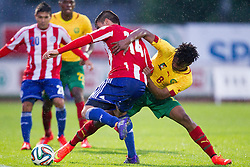 29.05.2014, Kufstein Arena, Kufstein, AUT, FIFA WM, Testspiel, Kamerun vs Paraguay, im Bild v.l.: Junior Alonso (Paraguay), Moukandjou Benjamin (Kamerun) // v.l.: Junior Alonso (Paraguay), Moukandjou Benjamin (Kamerun) during friendly match between Cameroon and Paraguay for Preparation of the FIFA Worldcup Brasil 2014 at the Kufstein Arena in Kufstein, Austria on 2014/05/29. EXPA Pictures © 2014, PhotoCredit: EXPA/ JFK