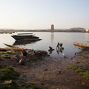 Bamako, across the river. In the other side stand out the tower of BCEAO (Banque Centrale des Etats de l'Afrique de l'Ouest)