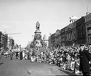 St Patricks day Parade, Dublin .17/03/1976.03/17/1976.17th March 1976.Photograph of people watching the St Patricks Day Parade at the bottom of O'Connell Street. Some of the spectators have climbed onto the O' Connell Monument to get a better view..
